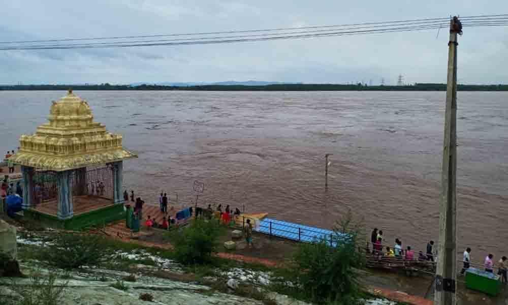 Godavari crosses first warning level in Bhadrachalam