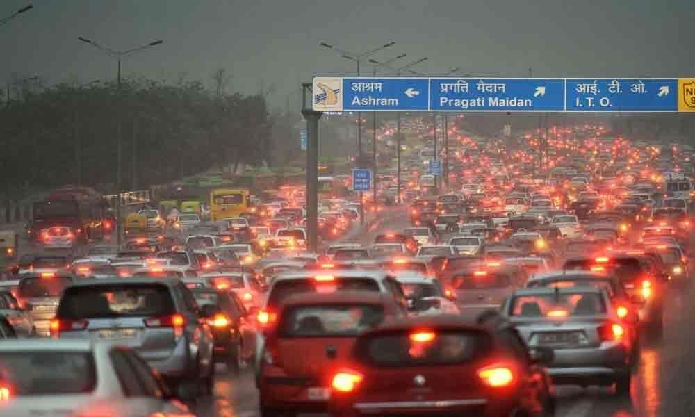 Traffic snarls in Delhi due to rain