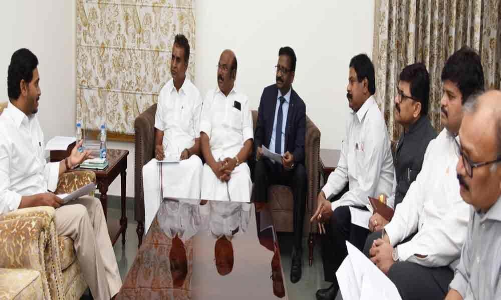 TN Ministers meet CM, seek Krishna water for Chennai