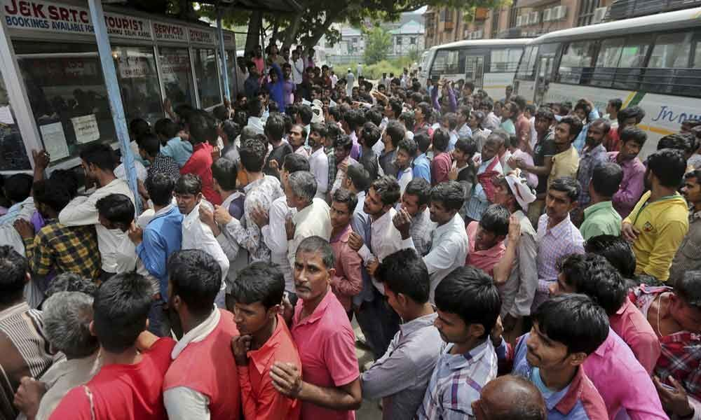 Fleeing migrant labourers of Kashmir