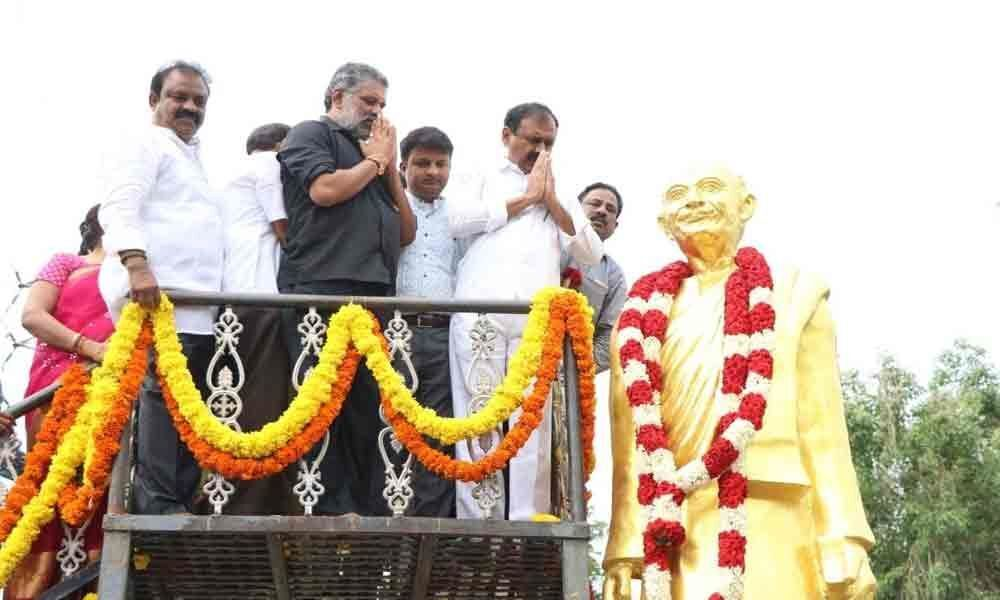 Floral tributes paid tom Sankarambadi in Tirupati