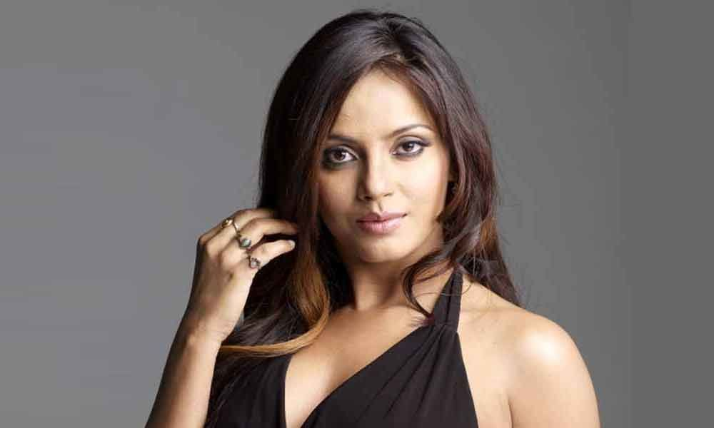Neetu Chandra adds oomph to music video