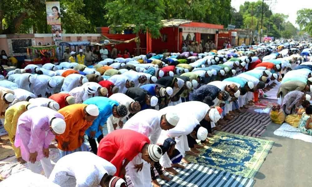 Telangana, Andhra Pradesh CMs greet Muslims on Eid