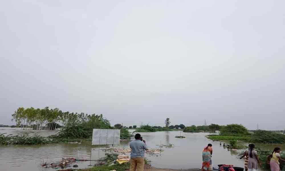 Amaravati-Vijayawada road connectivity cut off in Guntur