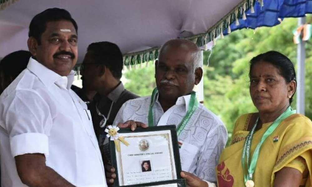 Tamil Nadu CM gives away awards on I-Day