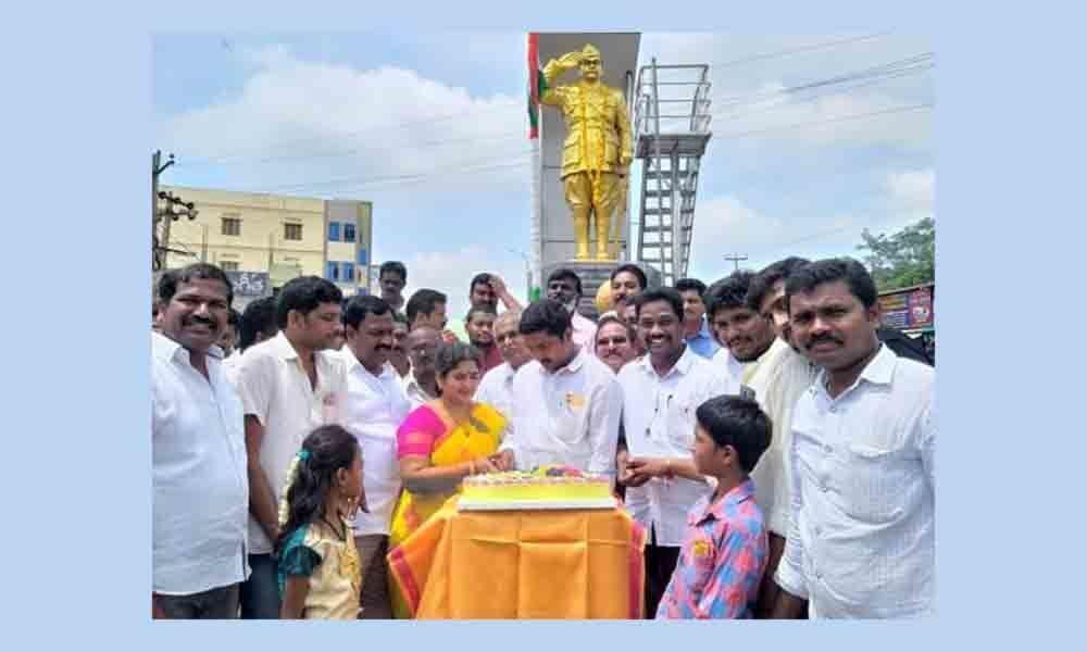 Sathupally: Sandras birthday celebrated
