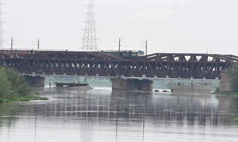 Families at risk as Yamuna set to cross danger mark