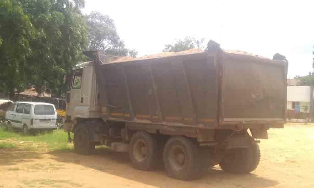 Nagarkurnool: Police seize tipper transporting sand illegally