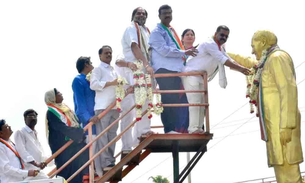 Congress pays tributes to Rajiv Gandhi in Hanamkonda