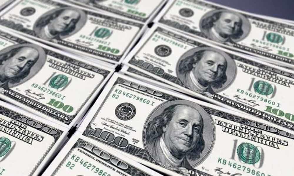 Dollar falls amid declining US Treasury yields