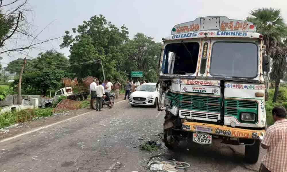 200 chicks die in mishap in Bhupalpally
