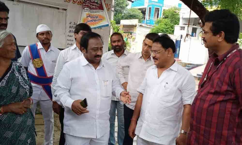 Mayor meets residents to know their problems in Warangal