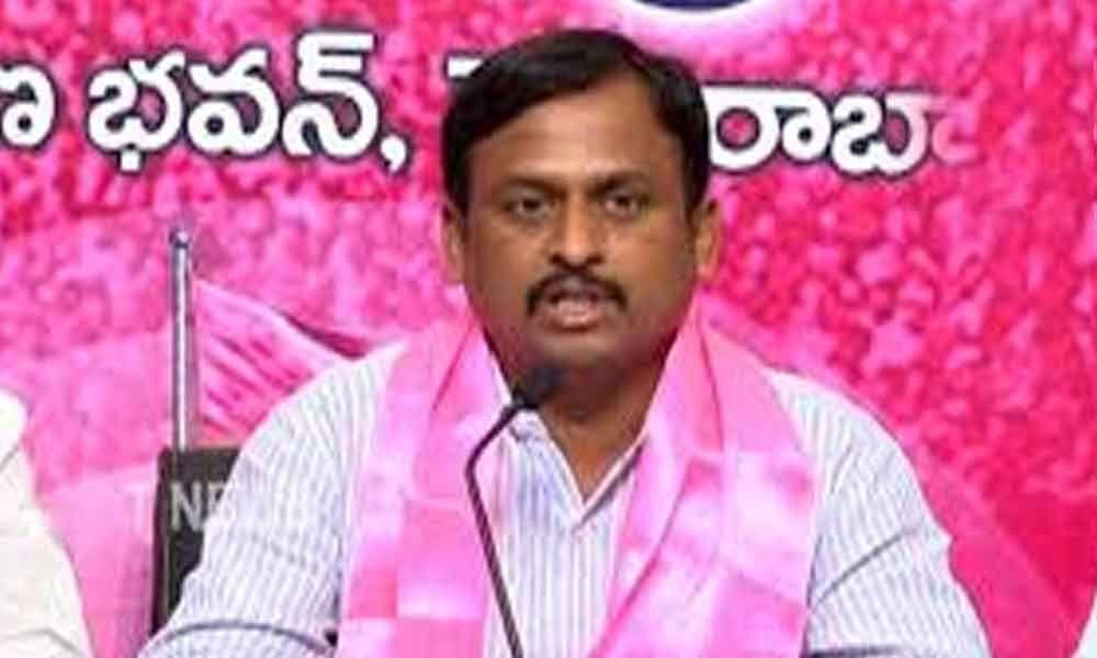 TRSV leader Srinivas Yadav demands apology from Bandi Sanjay