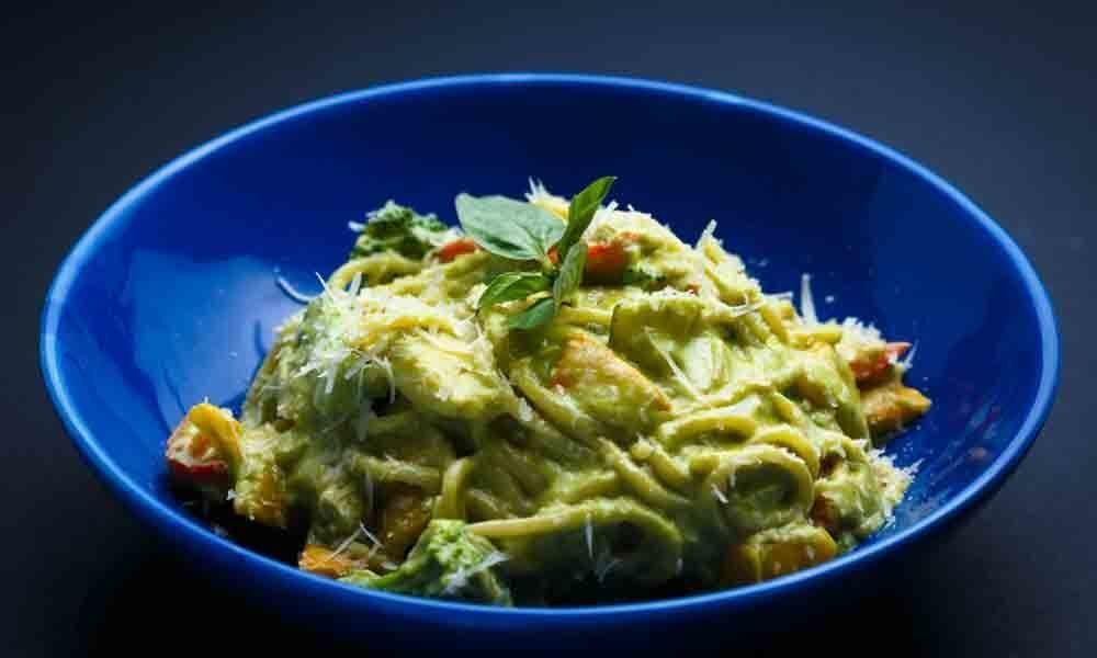 Spaghetti coriander pesto pasta