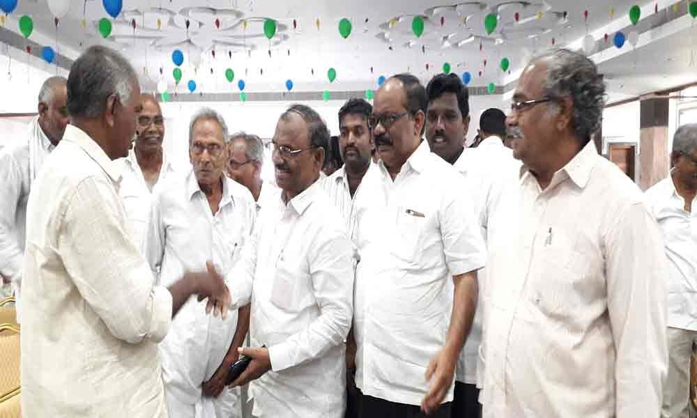 Muppalla demands Jagan to clarify doubts of farmers