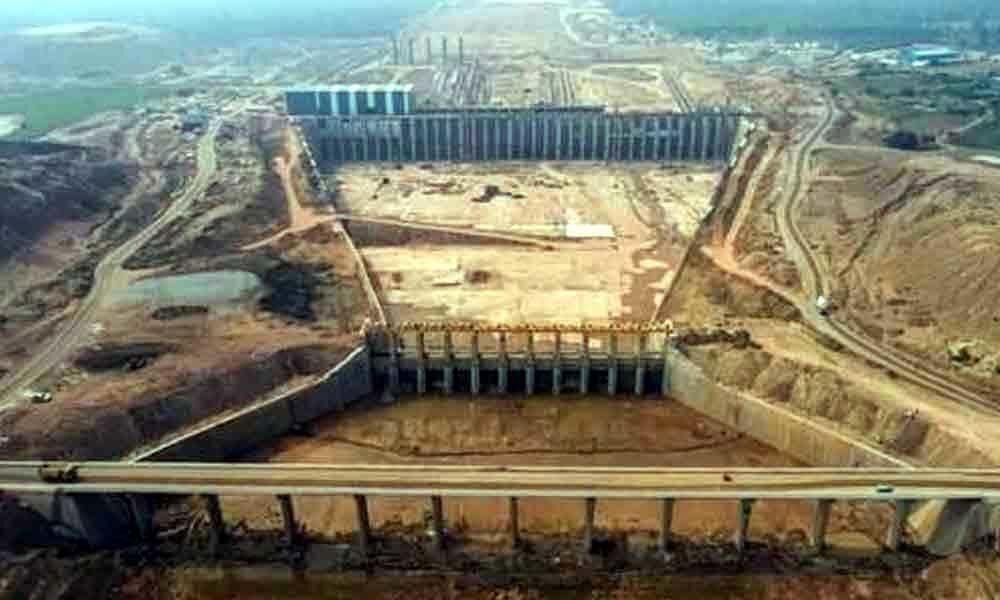 Congress demands construction of barrage at Tummadi Hatti