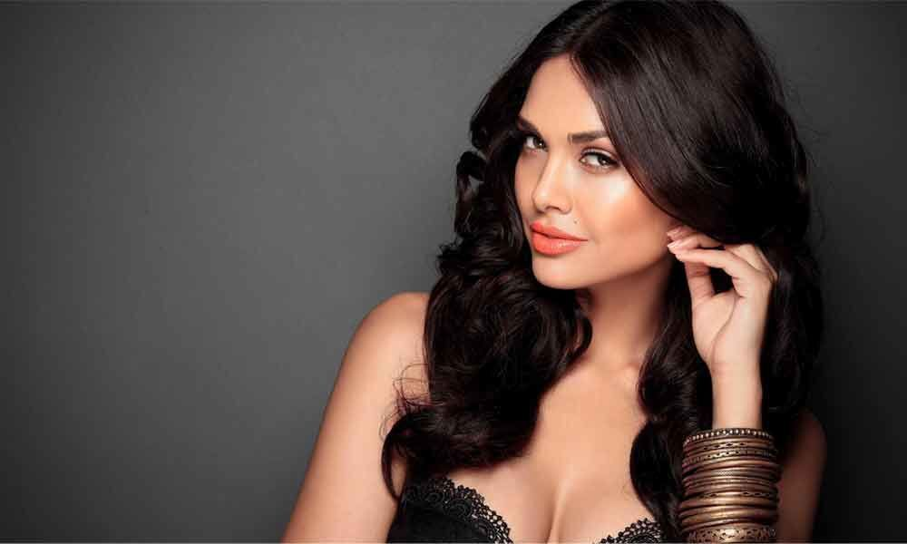 Esha Gupta posts latest pics