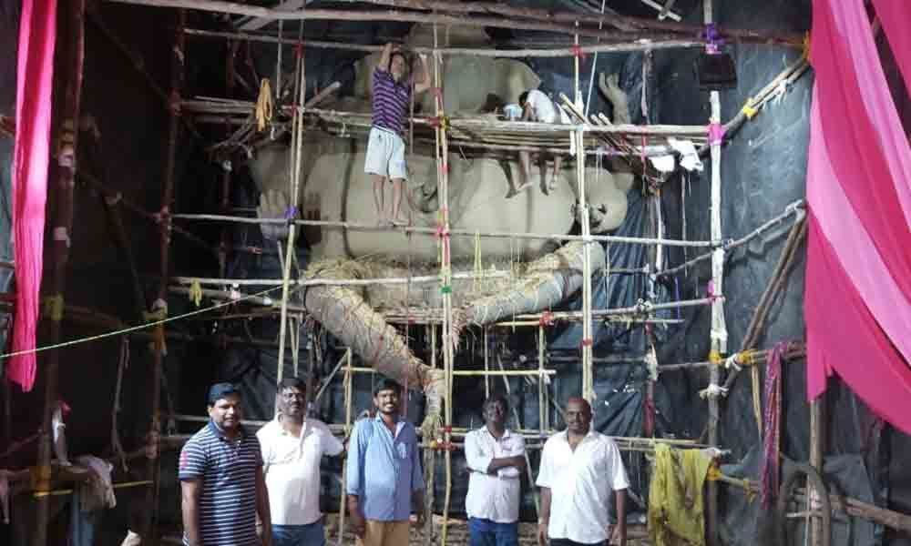 Kolkata artists giving final touches to 24 ft clay Ganesh idol