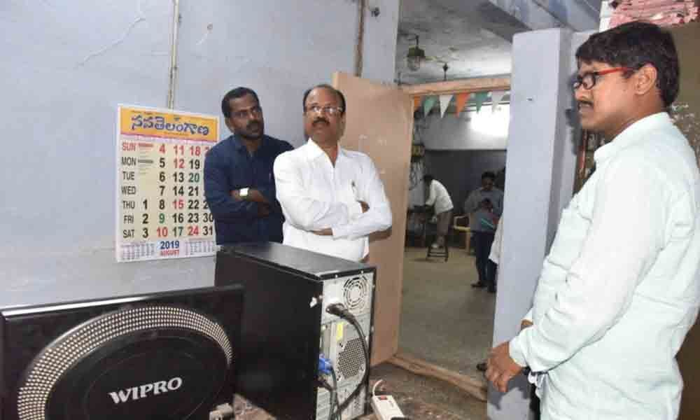 Collector inspects voter registration centre in Nizamabad