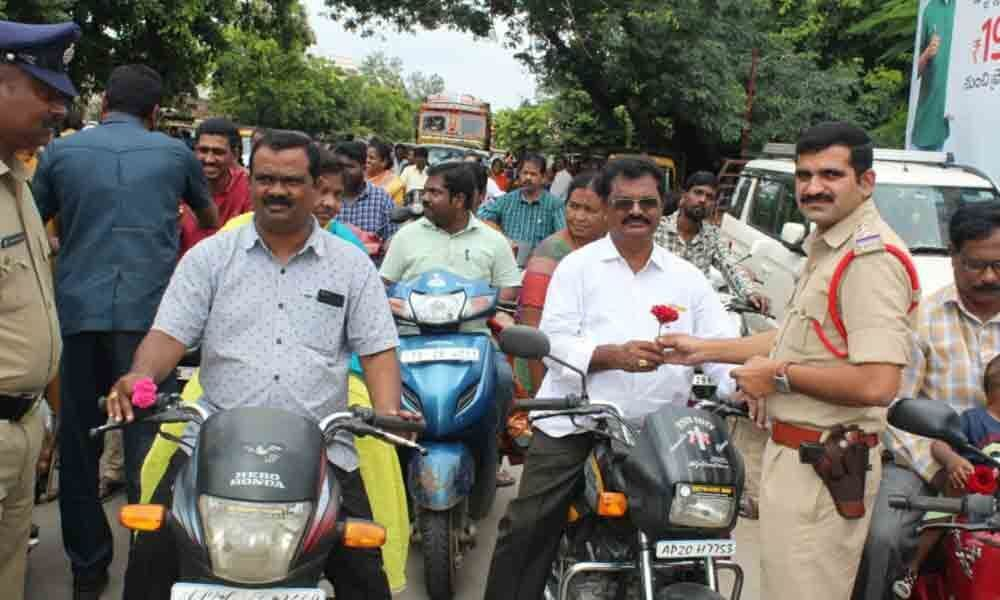 Cops present roses to motorists to create awareness on traffic rules in Kothagudem