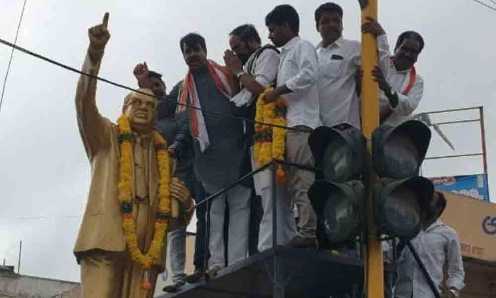 Congress rips into KCR, calls him a big liar in Mahbubnagar
