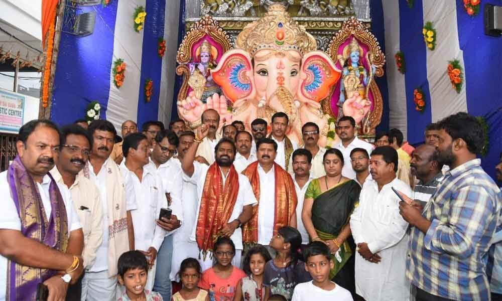 Ganesh Chathurthi festival kickstarts on a grand note in Mahbubnagar