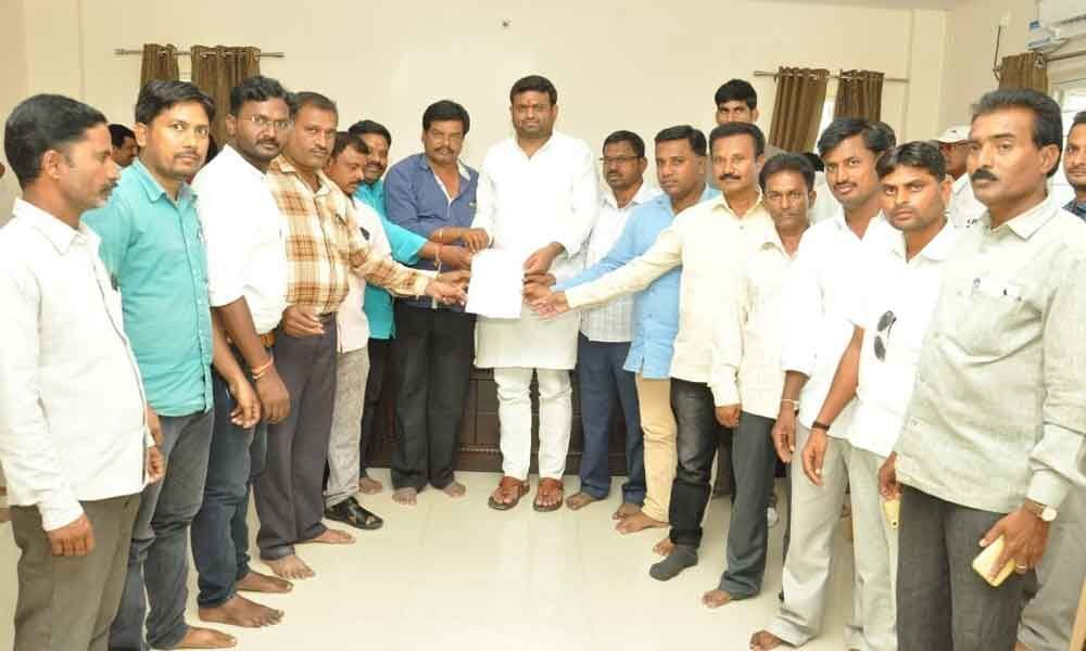 Rohith assures house sites to scribes