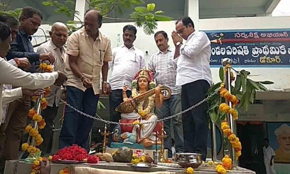 Friends install Saraswathi idol in memory of their dead buddy in Mahbubnagar