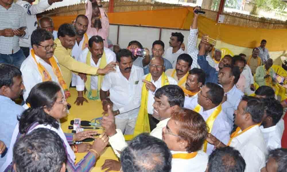 TDP meet ends up in chaos in Hanamkonda
