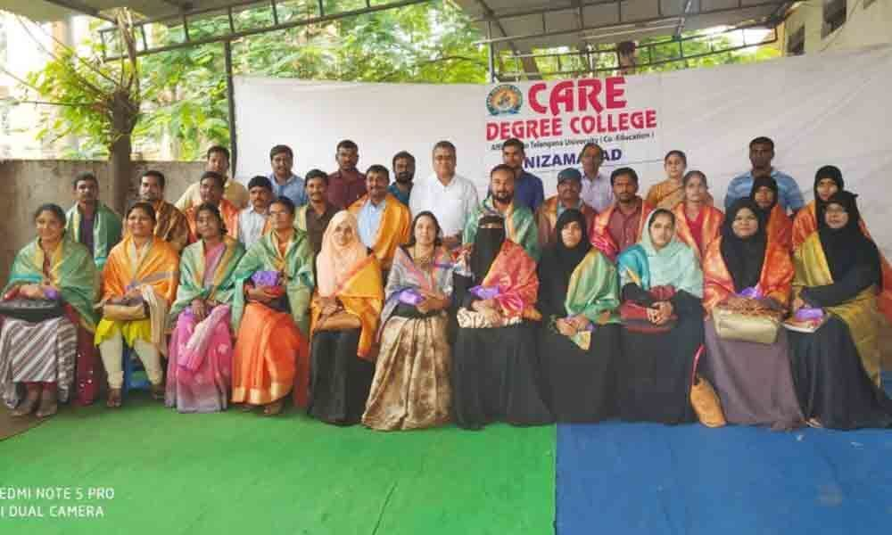 Nizamabad: Care Degree College students felicitate lecturers