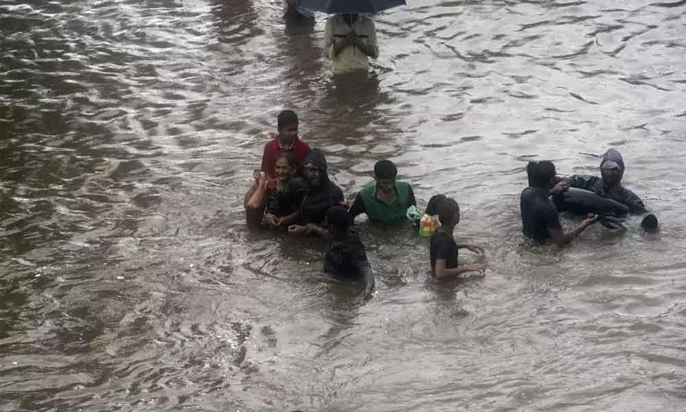 4 die in Mumbai rain fury