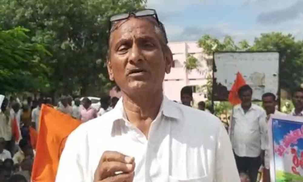 Farmers stage protest against revenue officials in Nagarkurnool