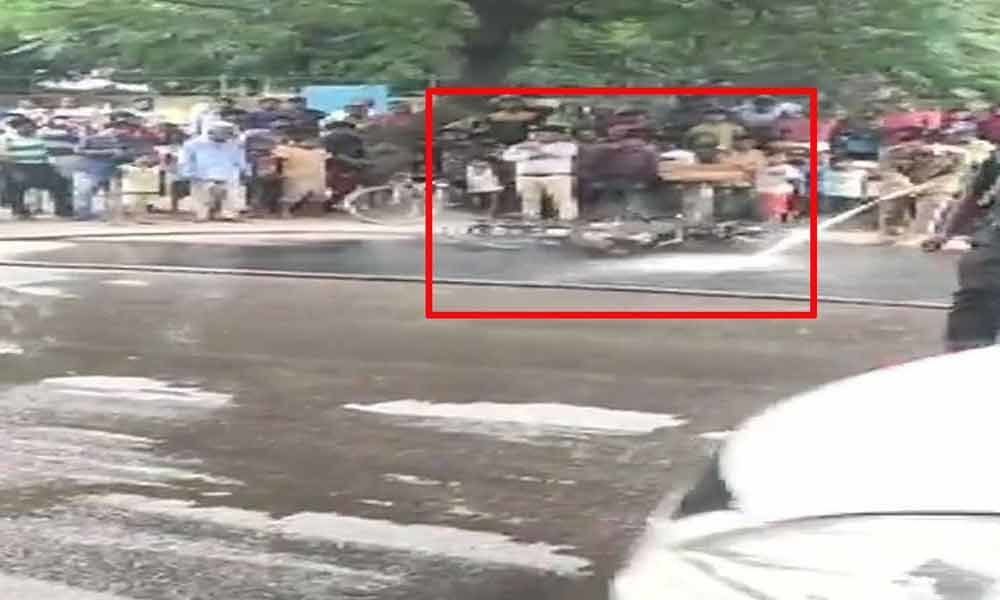 Delhi man sets motorbike on fire as cop issues challan for drunk driving
