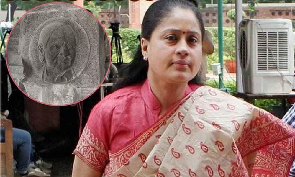 Vijayashanti slams telangana government