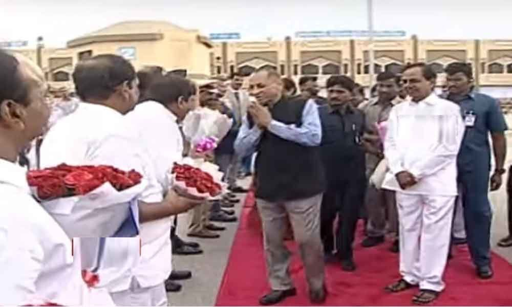 CM KCR hosts farewell to former governor ESL Narasimhan at Pragathi Bhavan