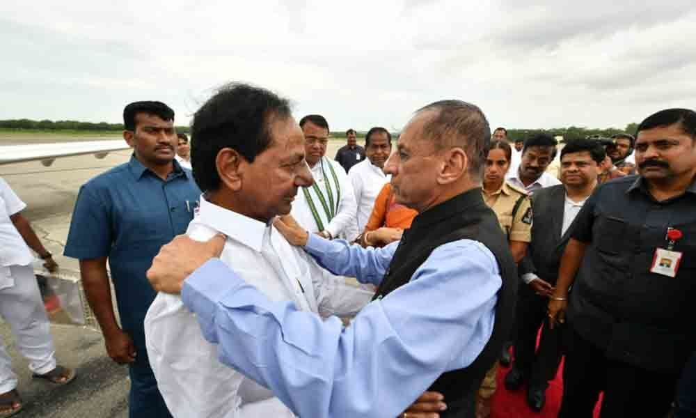 Hyderabad: KCR, ESL Narasimhan get emotional at farewell