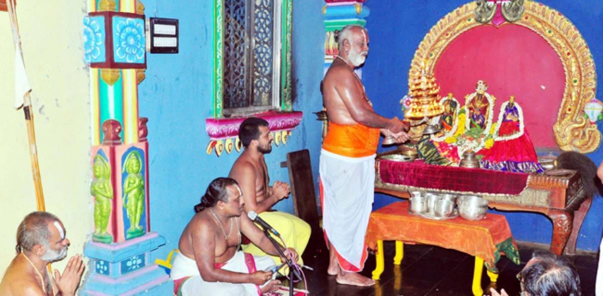Devotees throng Bhadradri temple to witness Sandhya Harathi