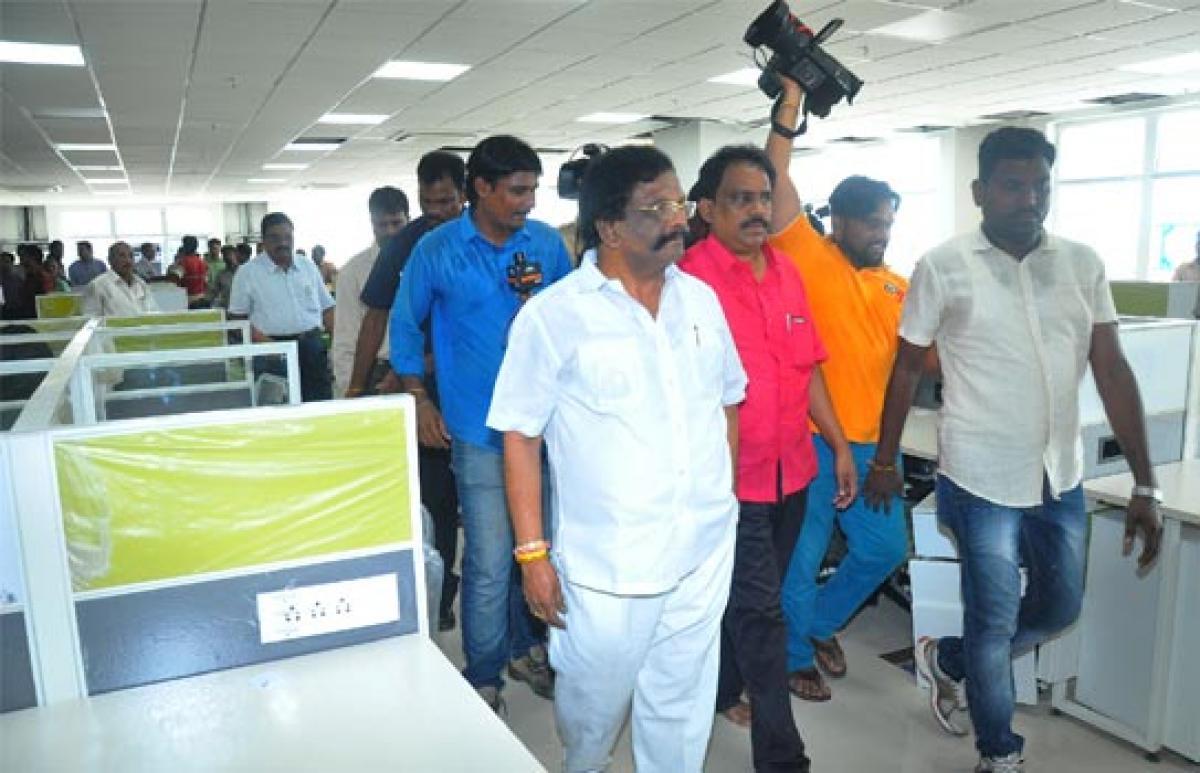 Sidda Raghava Rao opens chamber