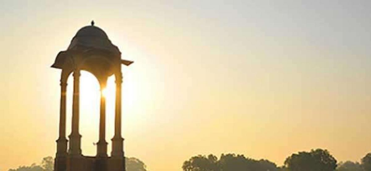 Clear, sunny weather greets New Delhi on Sunday