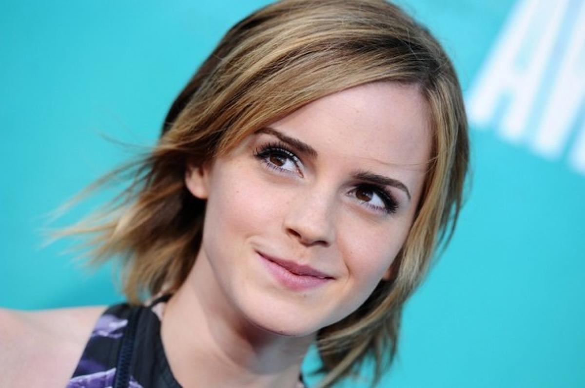 Emma Watson FaceTimes fan, helps her study for exams