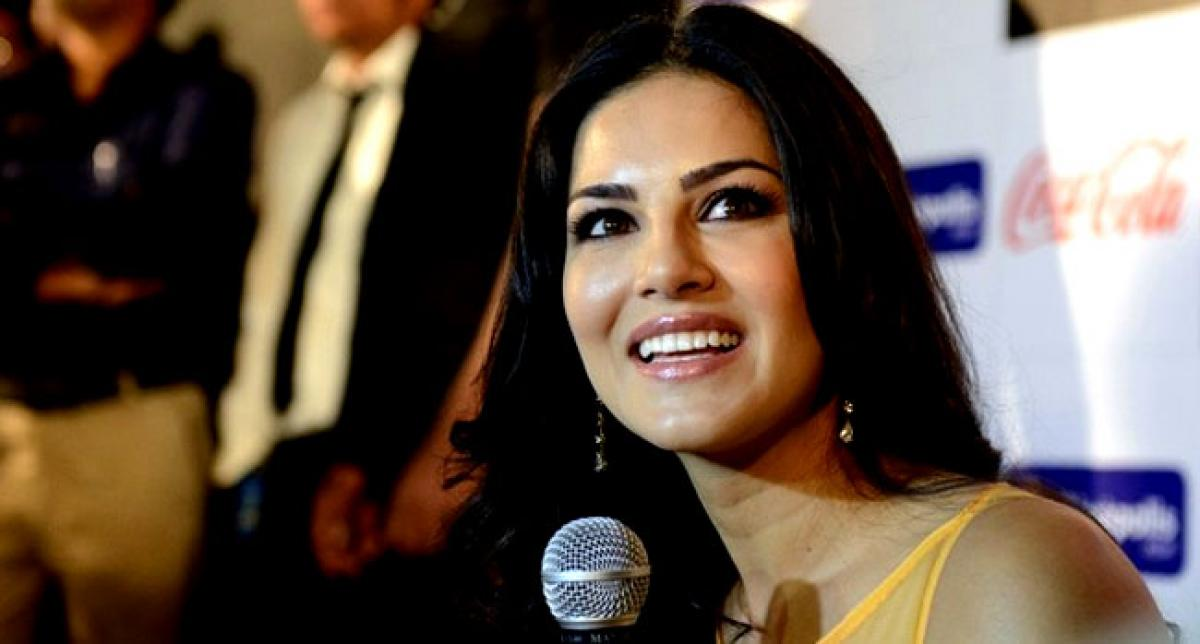 Smoking is not cool, its disgusting: Sunny Leone