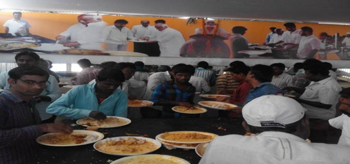 `10 per plate meals a huge hit