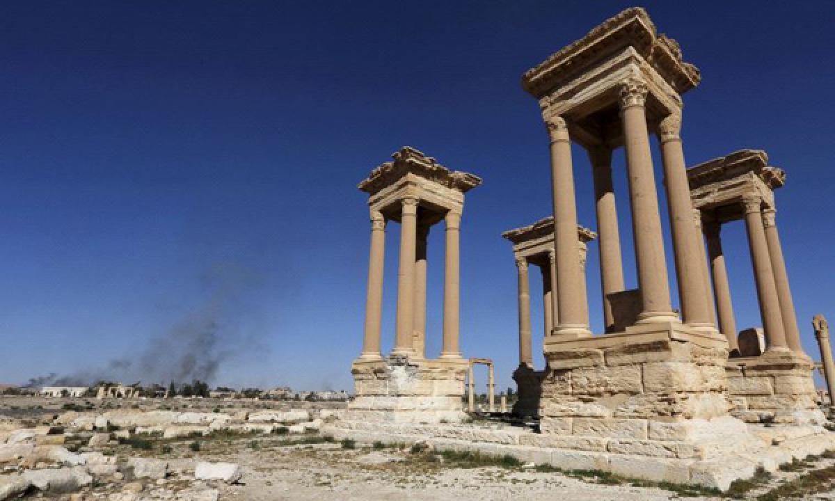 Islamic State captures ancient city of Palmyra despite dozens of Russian air strike