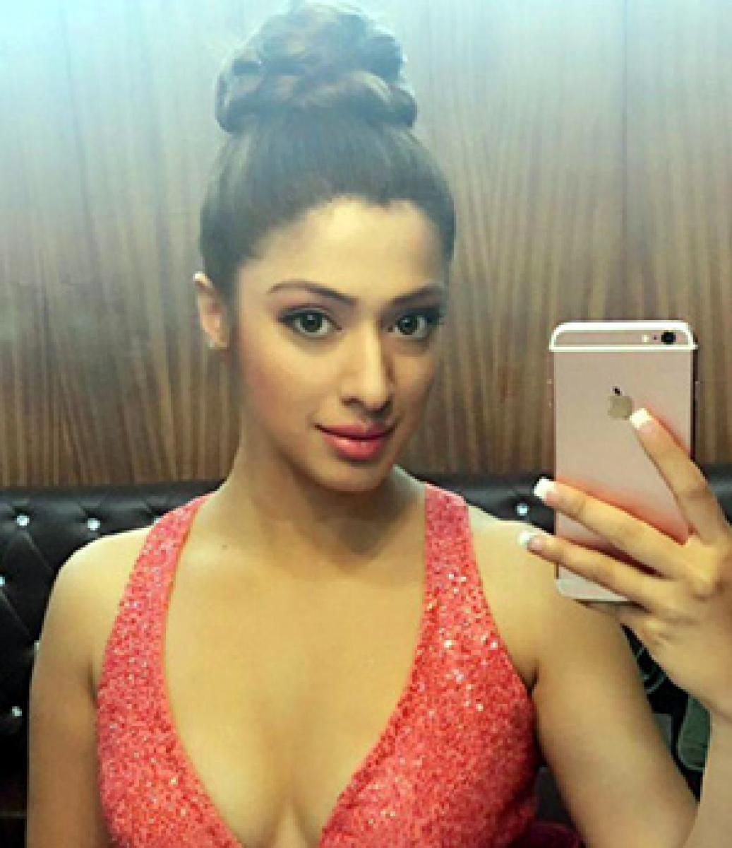 Pic talk: Hot Raai Lakshmi Sizzles in Sardaar Gabbar Singh
