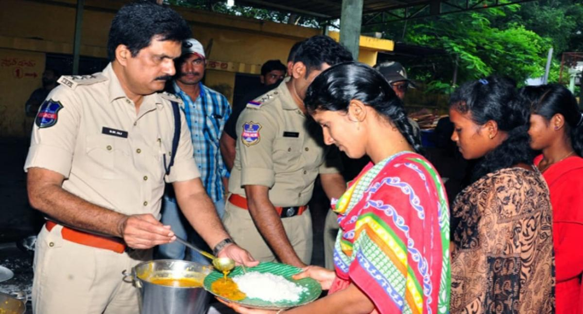 Police offer free meals to aspiring cops:  Kothagudem DSP
