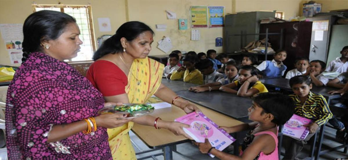 Dress code for govt teachers in MP from next academic year