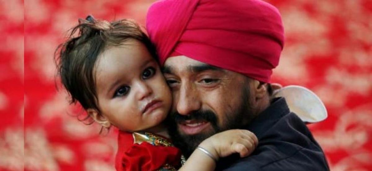 Diwndling Sikh, Hindu communities in Afghanistan flee new abuses