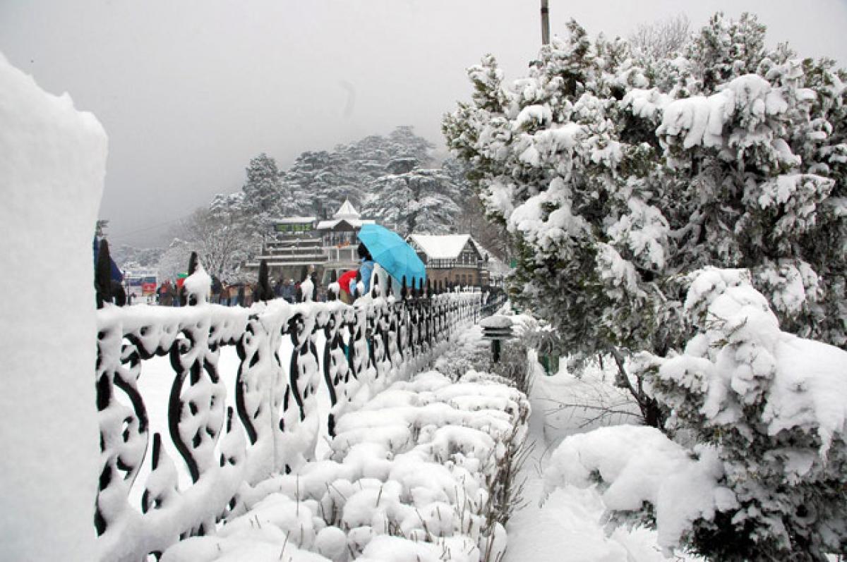 Snowfall in Manali temperature dips below freezing point