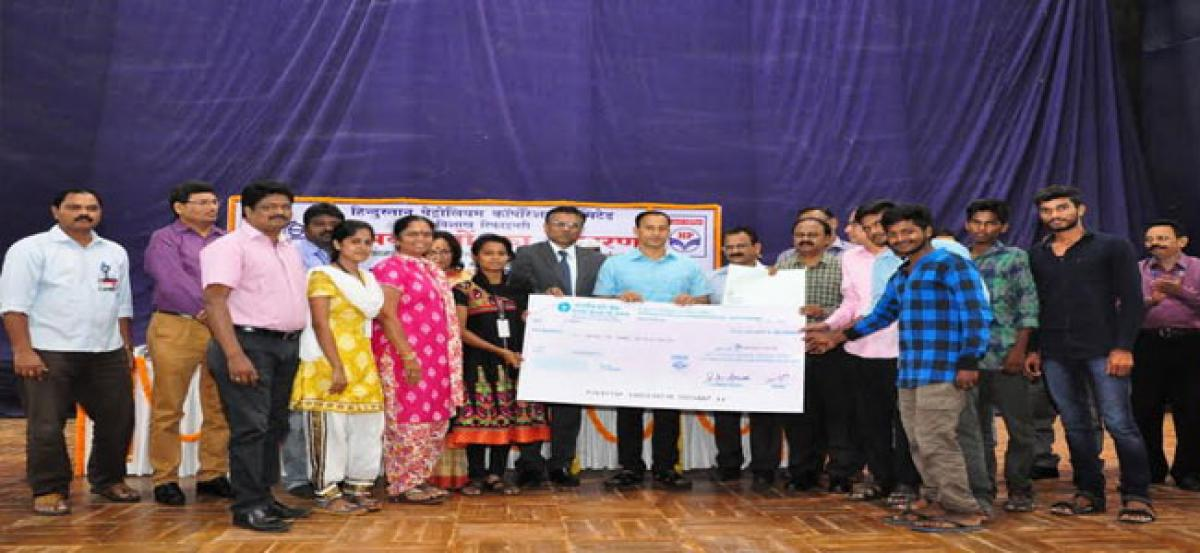HPCL Visakh Refinery distributes scholarships