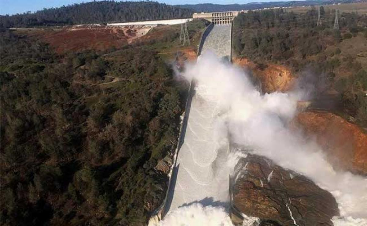 Nearly 200,000 People Told To Flee Crumbling California Dam Spillway